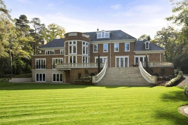 Property Valuation For Caesars Cottage Camp End Road Weybridge Elmbridge Surrey Kt13 0nr The Move Market